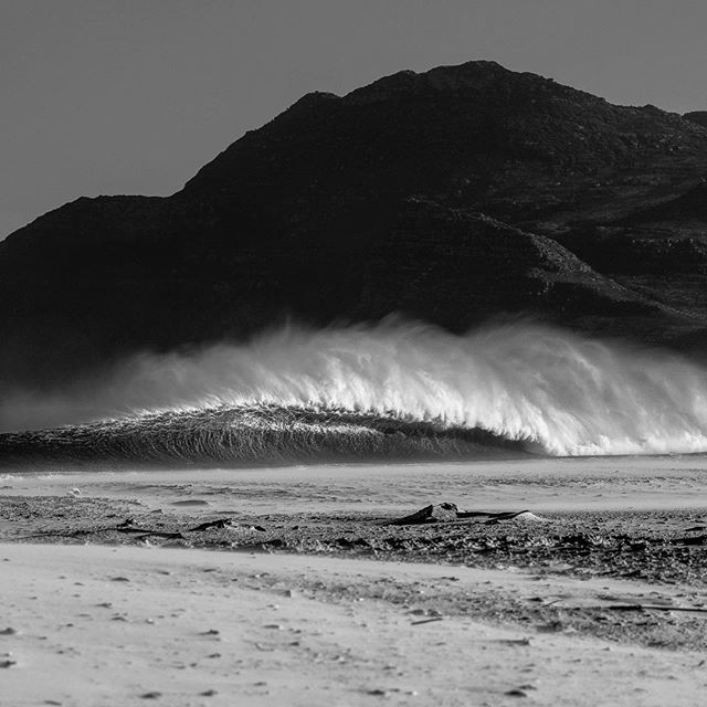Wide open.#surferphotos #ocean #atlantic#waves #mountain#cityofcapetown