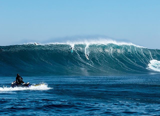 Set of the winter at #Dungeons,@jurremuller & @ejamestaylor. #surferphotos #ocean#wave#africa