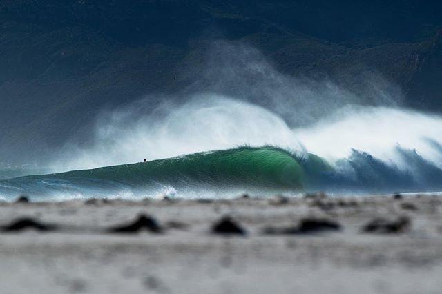 Side show #surferphotos#wave#ocean#africa