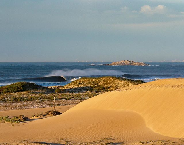 Chasing the morning light.#surferphotos#ocean #wave#africa